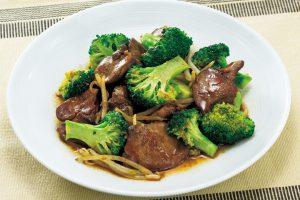鉄分の補給には、体内への吸収率が高い「ヘム鉄」がおすすめ!鶏レバーとブロッコリーの炒め物(貧血の予防に)