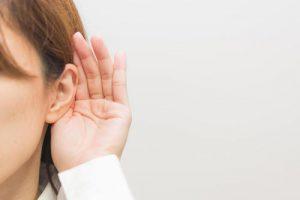 【難聴】の放置は危険!セルフケアから人工内耳まで改善策を探しました