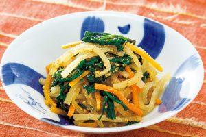 大根に含まれる「アミラーゼ」で胃腸に癒しを!蒸し野菜のゴマ和え(胃もたれに悩む方に)