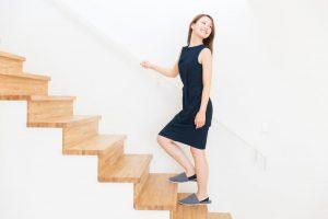立ち上がると起こる【めまいの治し方】怖がらず、継ぎ足歩きや片足立ちを実践
