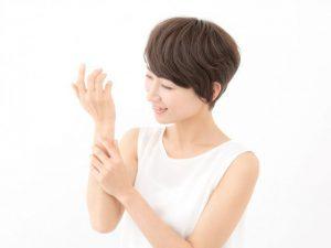 【腱鞘炎が改善】整形外科医考案のテープ整体で痛みとしびれが軽快。指が自在に動いた