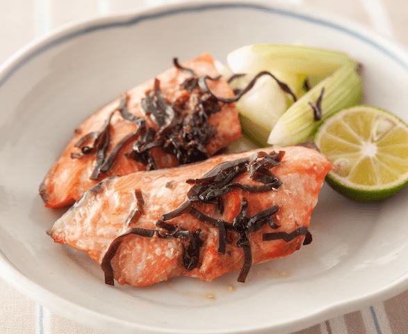 塩こんぶレシピ④【魚の臭みが消えて減塩もできる!鮭の塩こんぶコウジ焼き】