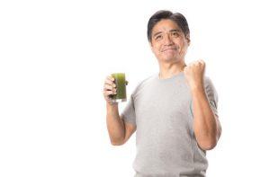 【便秘改善の水分補給法】緑茶やコーヒーの飲みすぎは便秘を逆に招く可能性が。水か白湯を飲もう
