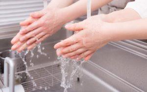 尿漏れが手洗いやドアノブ接触で多発?(女性医療クリニック理事長が解説する原因と対策)