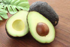 アボカドの5大栄養と健康維持に役立つ働き〜アンチエイジング、便秘や高血圧・高血糖を気にする人へ