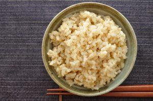 医師2人に聞いた【玄米ご飯】推奨の理由〜ダイエットや高血糖、高血圧、花粉症にも〜