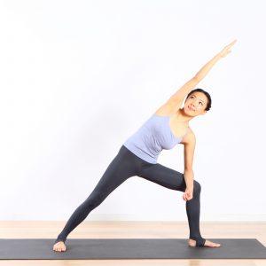 PMSのイライラに。体側伸ばしで呼吸を整え、自律神経を整えよう 〜月経血コントロールヨガ vol.6〜