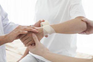【ばね指・腱鞘炎は自分で治せる】医師推奨「腕さすりマッサージ」で激痛が消えた人も