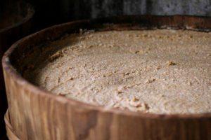 【麹が高栄養の理由】酵素を100種以上含むためで、縄文時代から活用されるほど