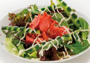 暑い日には【紅サケのサラダ】を。抗酸化力を期待!老化を防ごう