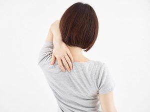 あなたの肩甲骨ガチガチ度チェック。肥満も肩こりもガチガチの人に多発