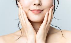 あなたのデカ顔の原因は頭蓋骨の広がりかも。美容大国・韓国の伝統的治療法【小顔コルギ】でセルフケアしよう
