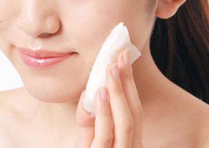 【こんにゃくスポンジ】は食物繊維のグルコマンナンがすごい!シミや乾燥肌の対策に