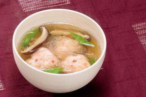 美肌維持や眼精疲労の防止に役立つ「アスタキサンチン」たっぷりの海老団子スープ(物忘れに悩む人に)