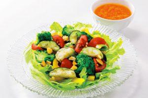脳の若さを気にする人に。認知症予防に食べたい【カラフル野菜サラダ】