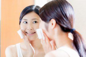 【顔のシミを消したい人へ】専門医推奨の洗顔法「弱めシャワー」で、肌への刺激を少なく!