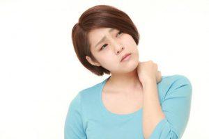 【首が痛い】【手がしびれる】は頸椎症かも。頸椎症とは?原因や治し方を徹底解説