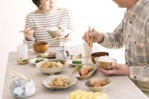 【長生きの人の食生活は?】果物好きで毎日食べる人が多い。「皮つきリンゴ」がおすすめ
