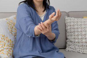 頸椎症による肩こりや腕痛、手のしびれが【うなじ伸ばし】で3日後に軽快し驚いた