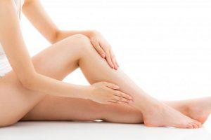 夜につらい【むずむず脚症候群】の重大原因は鉄や葉酸の不足?症状や対処法も解説