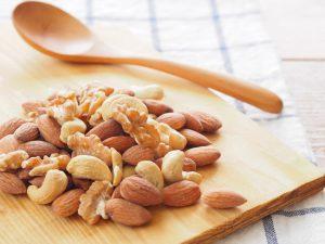 間食はナッツ、デザートに果物など、減量効果が高まる【半日好物食べ放題ダイエット】大成功のポイント