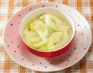 2大健康野菜が一挙にとれるレシピ「蒸し玉ねぎのガーリック風味」