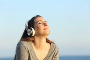 在宅でのストレスにはクラシックやヒーリングミュージックを。心と身体を整えてリフレッシュ。
